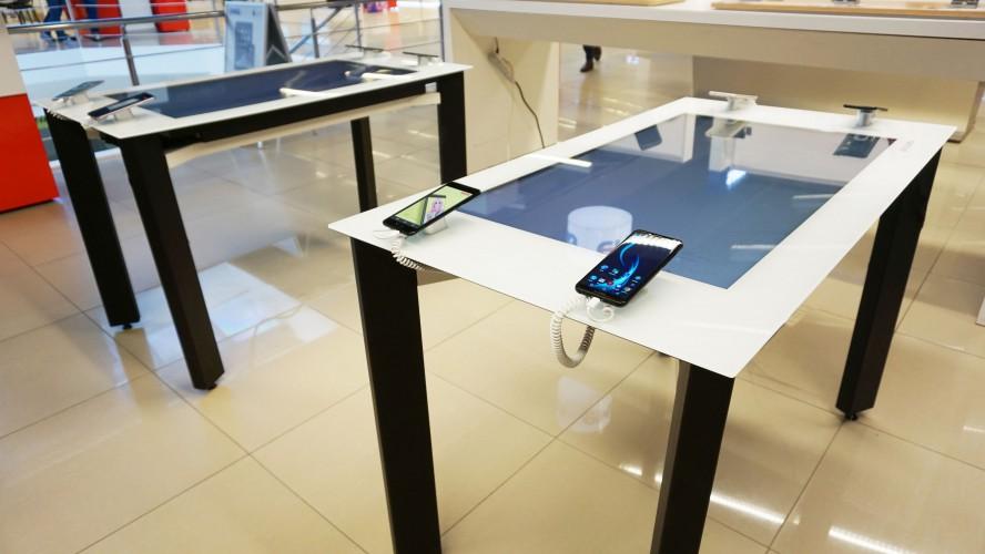 Allview a pregătit o nouă metodă de promovare a smartphone-urilor premium:  standuri interactive de prezentare în magazinele de retail
