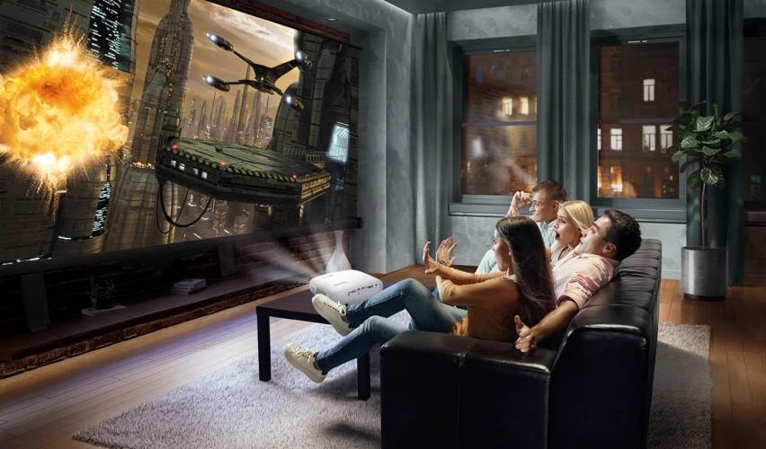 BenQ lansează primul proiector accesibil ca preţ, din gama  Home Cinema True 4K UHD HDR CineHome W1700, echipat cu tehnologie BenQ Exclusive CinematicColorTM, oferă tuturor o experienţă de vizionare Home Cinema 4K.